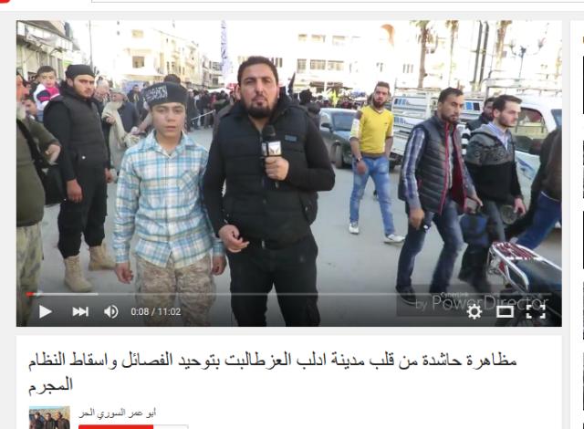 Nusrapropagandist mit Kindersoldatem
