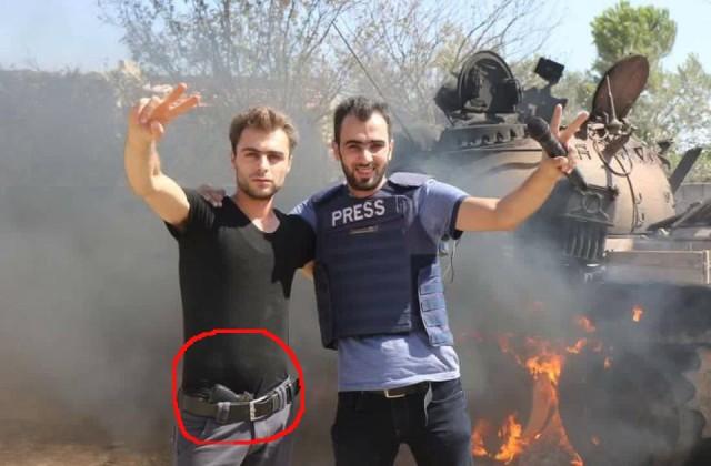 Hadi und medienkumpane mit Knarre in der Hose