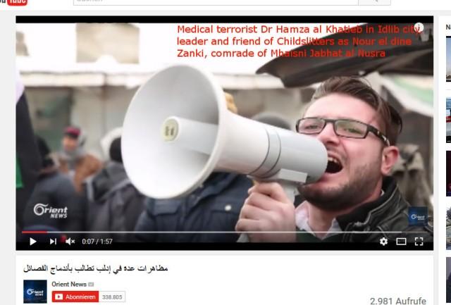 idlib-arzt-terrorist-fuhrt-demo-gefakte-fsa-banner