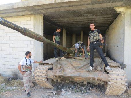 muawiya-kompletter-header-mit-panzer